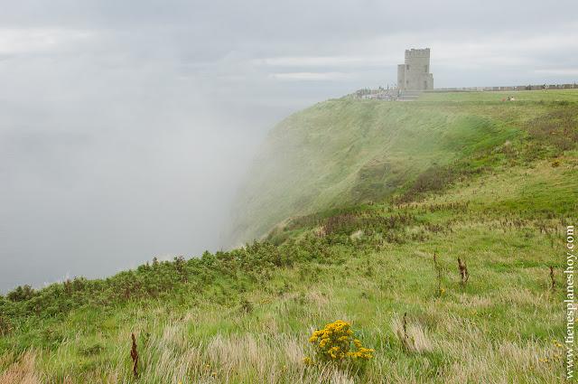TOrre O'Brian Acantilados de Moher niebla Irlanda Condado Clare