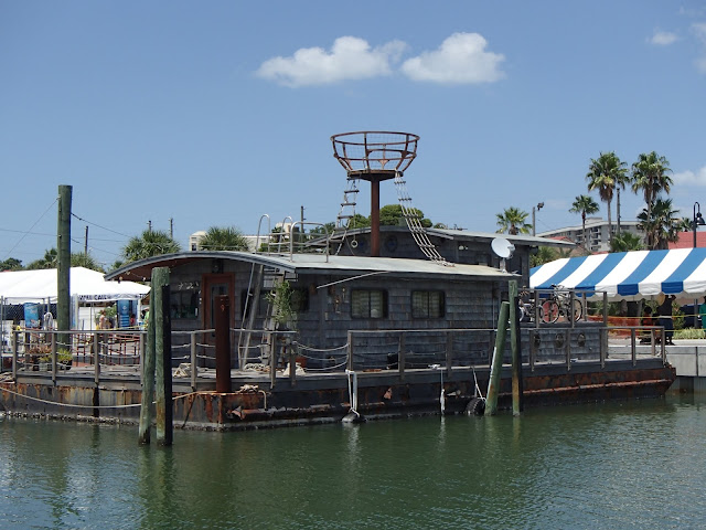 Dolphin Tale houseboat