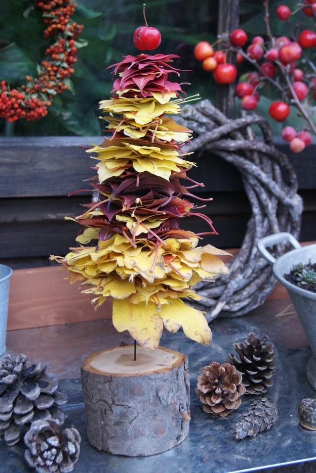 DIY Herbstliches Bäumchen aus Laubblättern