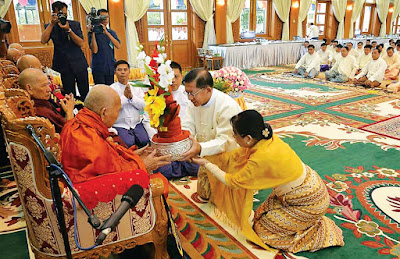 c33c7acbb48 Senior General Min Aung Hlaing and wife Daw Kyu Kyu Hla offer Waso robe and  alms to Chairman of SSMNC Bhamo Sayadaw Dr. Bhaddanta Kumarabhivamsa