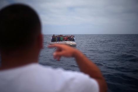 البحرية الملكية تنقذ 47 مغربيا في عرض البحر