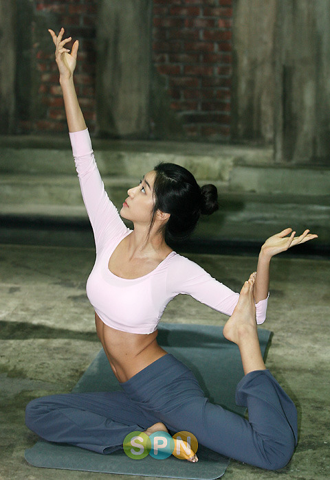 Koreas Latest Fashion Blog Park Han Byul Sexy Hot Yoga-2833