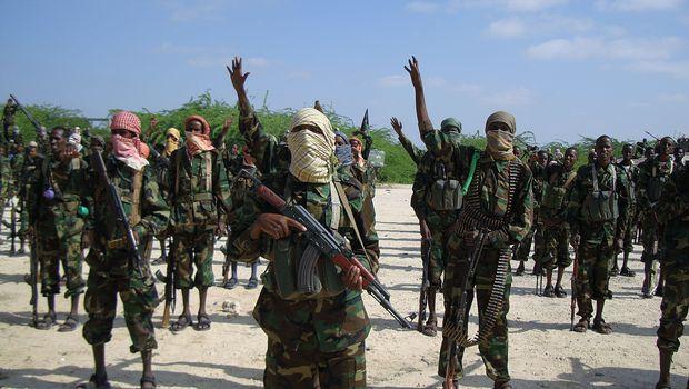 Extremistas matam pelo menos 70 em base na Somália