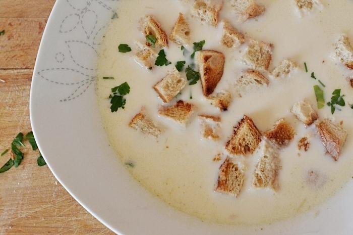 błyskawiczna zupa serowa, ser, zupa, grzanki, pietruszka, kulinarnie, przepis, gotowanie