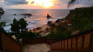 Keindahan Pantai Buyutan di Pacitan Mahkota Dewa Narada Yang Jatuh