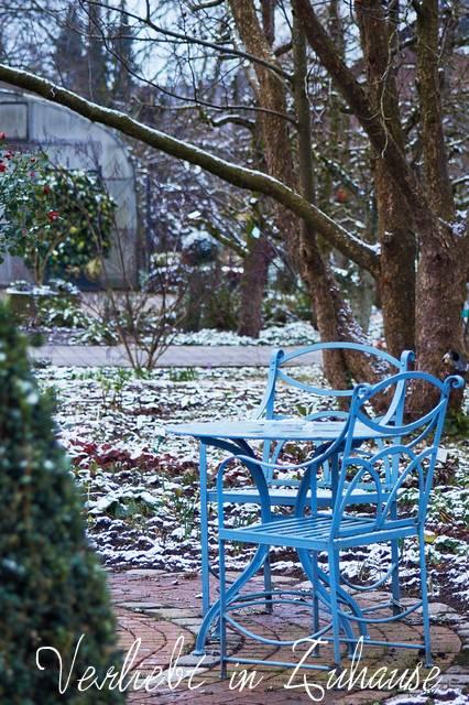 Blaue Sitzgruppe im Kreislehrgarten Steinfurt