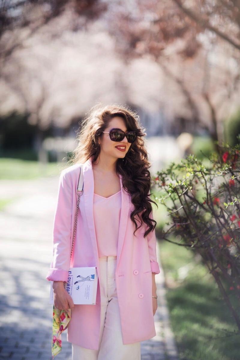fashion blogger diyorasnotes diyora beta spring outfit look pink jacket asos white culottes mules spring mood