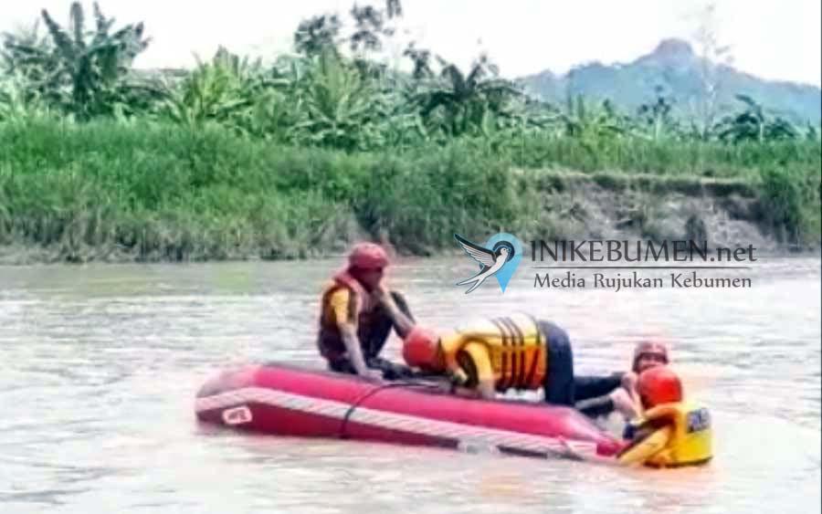 Evakuasi Korban Hanyut di Sungai Lukulo, Perahu Karet Polisi Terbalik