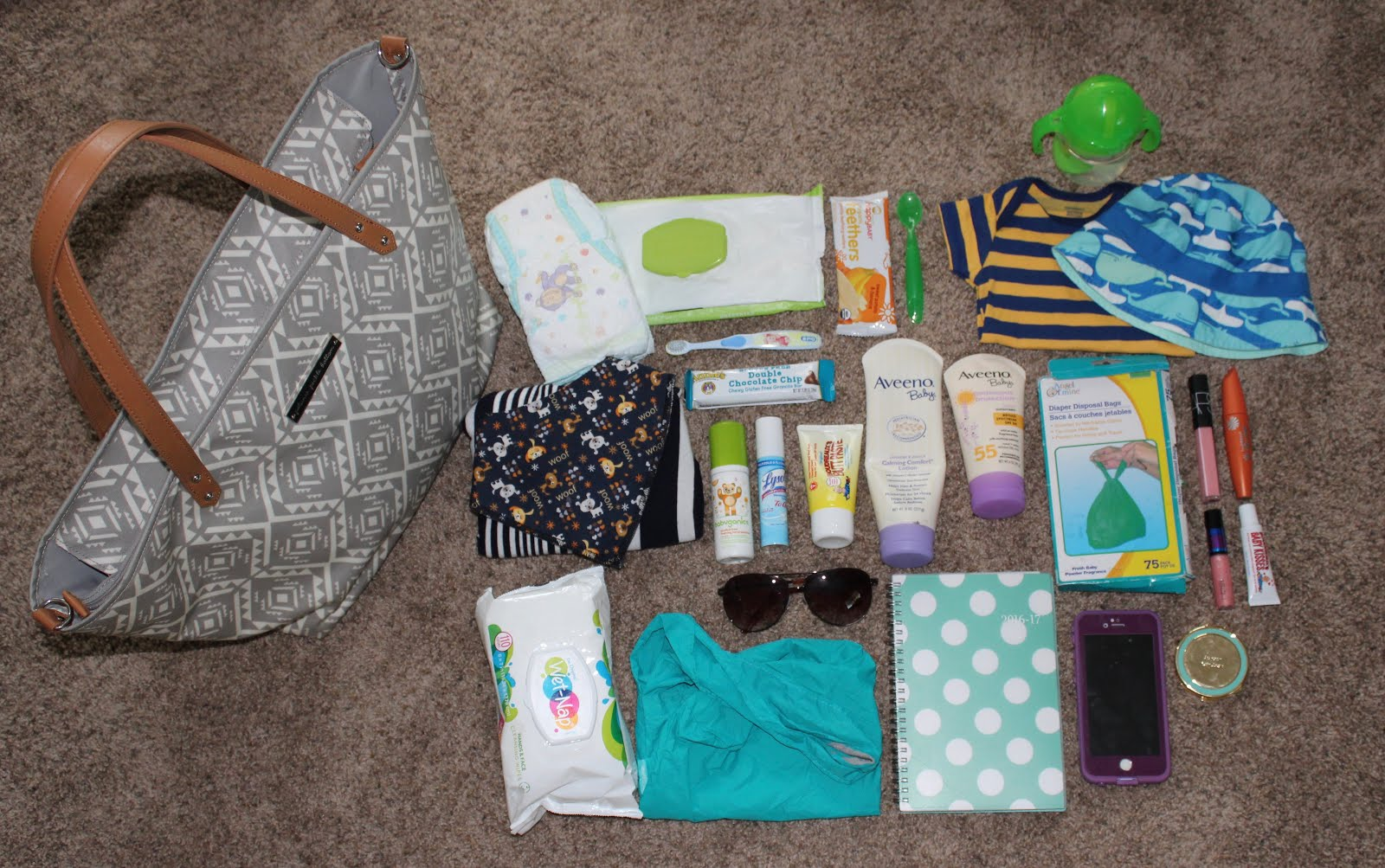 Simply Chelsea What S In My Diaper Bag For 9 10 Month Old