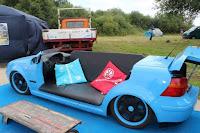 Manualidad con chatarra de autos recicladas