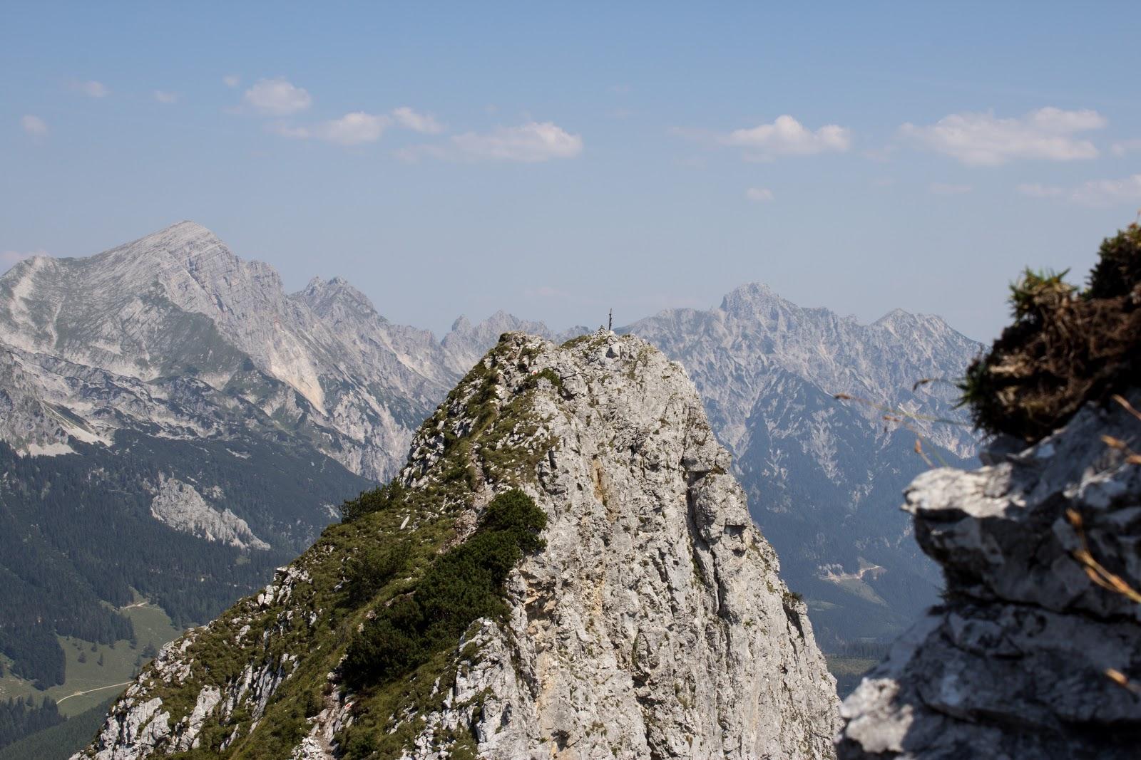 Von der Ardningeralmhütte über den Wildfrauensteig auf Frauenmauer, Bosruck und Kitzstein. - Blick auf die Frauenmauer