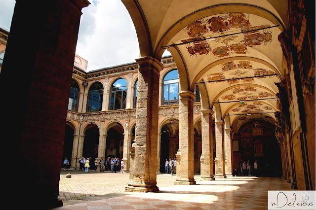 biblioteka uniwersytetu bolońskiego, bolonia, najstarszy budynek uniwersytecki