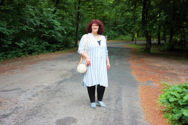 Outft mit Hemdblusenkleid Ü50