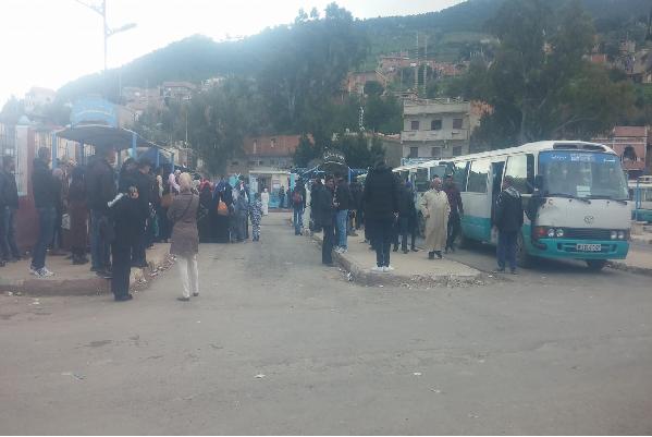 إضراب الناقلين يشل حركة المسافرين والطلبة بتنس