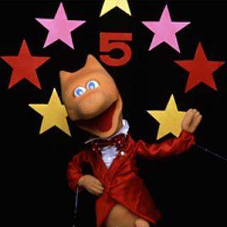 Il pupazzo Five, mascotte di Canale 5
