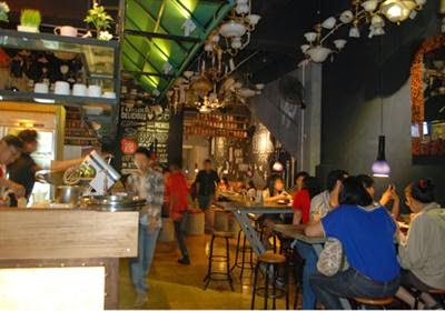 Menikmati Asyiknya Tempat Hangout & Ngopi di Bandung