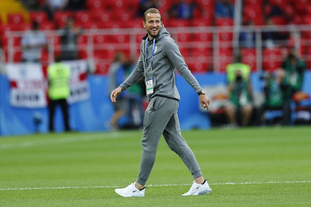 Harry Kane smiling before Colombia vs England kick off