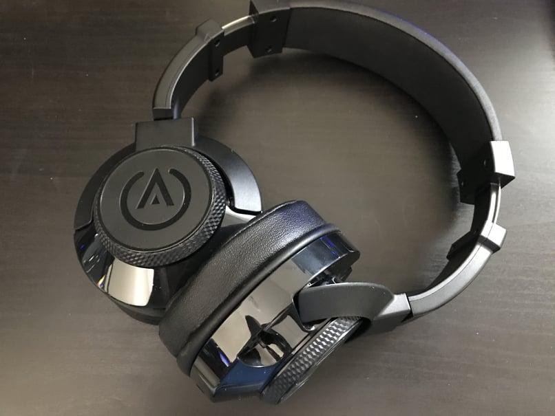 Bahaya Memakai Headset atau Headphone