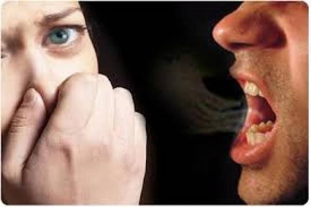 اسهل واسرع طريقة للتخلص من رائحة الفم الكريهة في الصباح نهائياً!
