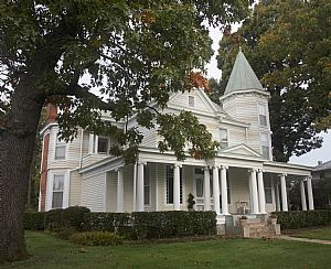 Queen Anne House Near Downtown Appomattox