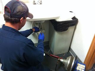 ¿Cómo eliminar el mal olor de las tuberías?