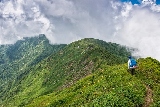 Jalur hiking di Gunung Haku