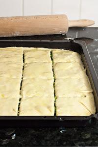 Priprema grčke pite sa sirom i spanaćem