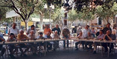 Simultáneas de ajedrez en Arenys de Mar en agosto de 2001