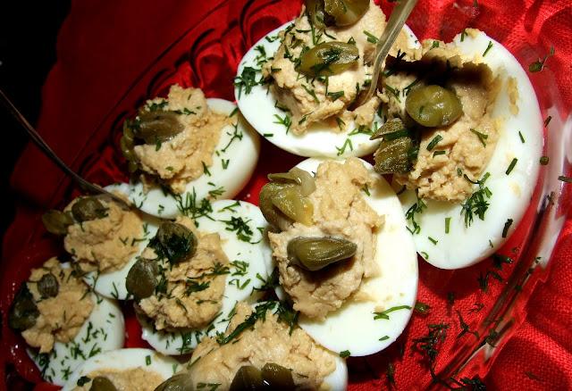 przystawka z jajkami i anchois