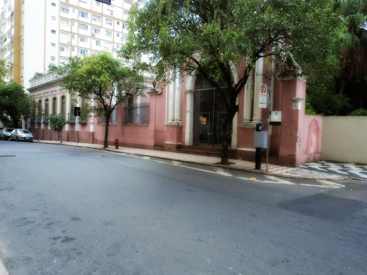 O Solar dos Câmara é o mais antigo prédio residencial de Porto Alegre ainda existente.