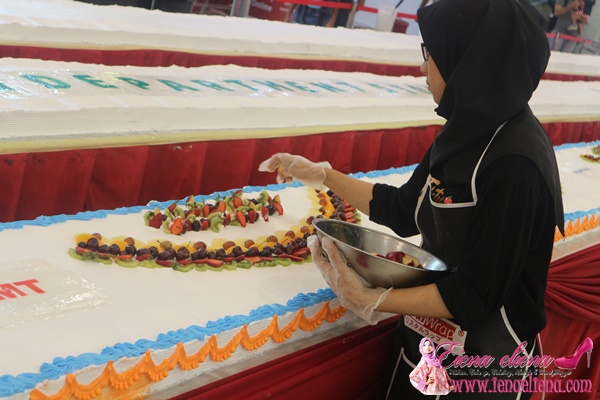 Longest Fresh Fruit Cake In Malaysia