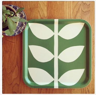 tray with simple leaf pattern