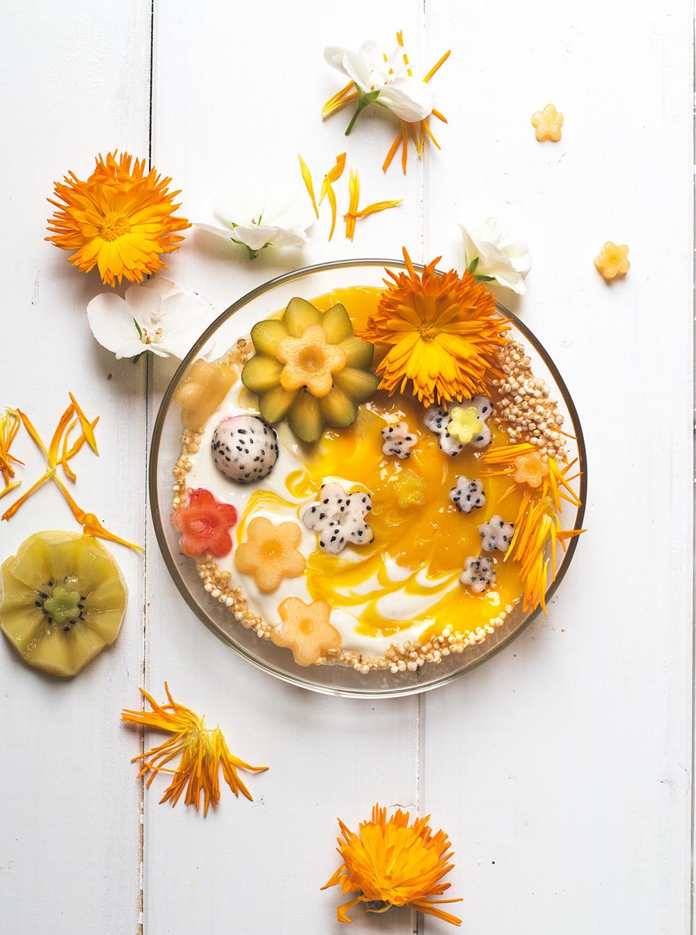 3 Flower-Power Smoothie Bowls - Blaubeere, Erdbeere oder Mango