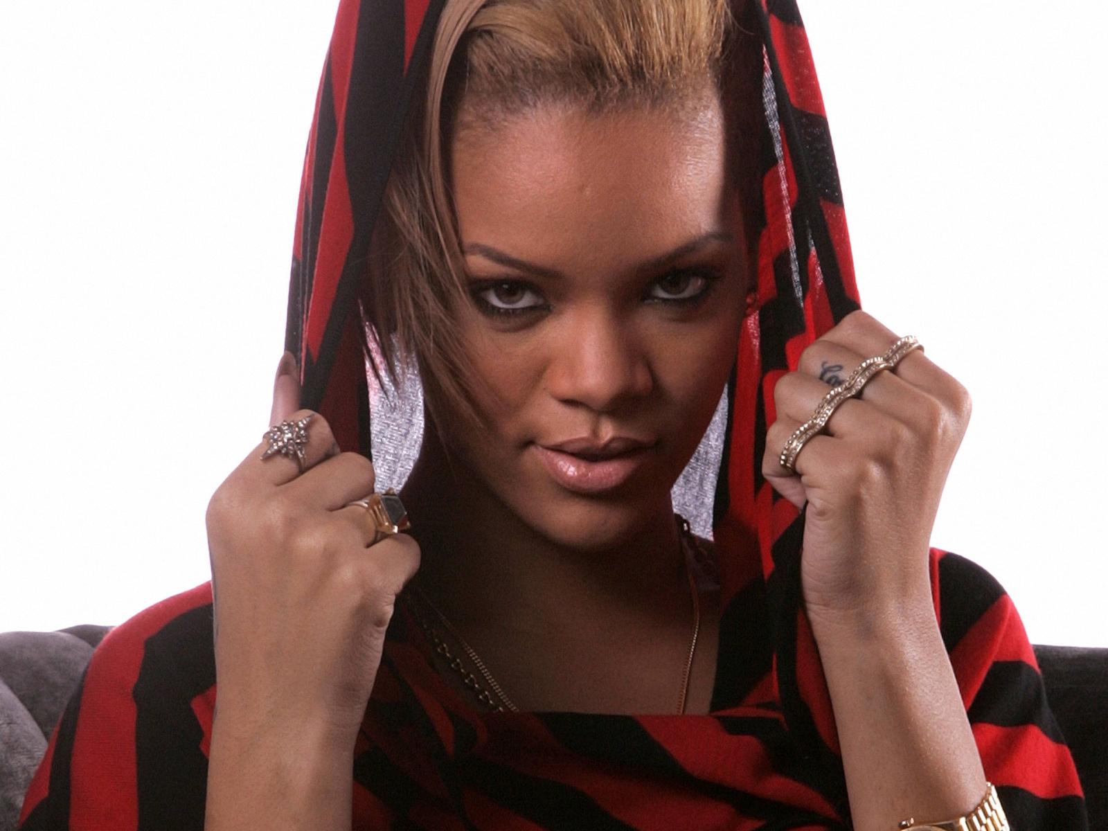 Rihanna Sexy Video