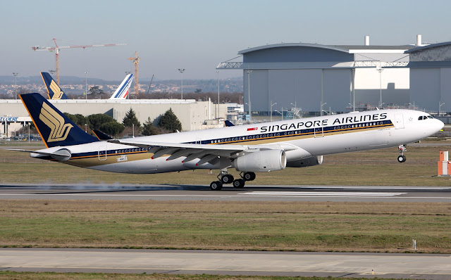 Singapore Airlines A330-300 During Touch Down