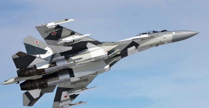 """Su-35: """"Ρουά μάτ"""" της Κίνας με την αγορά των πανίσχυρων ρωσικών μαχητικών αεροσκαφών"""