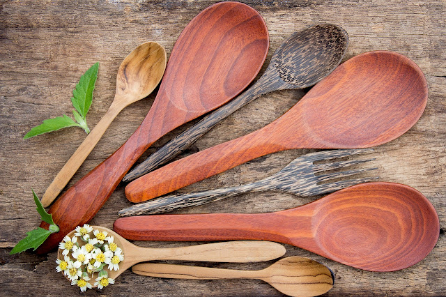 Wooden spoons of different sizes