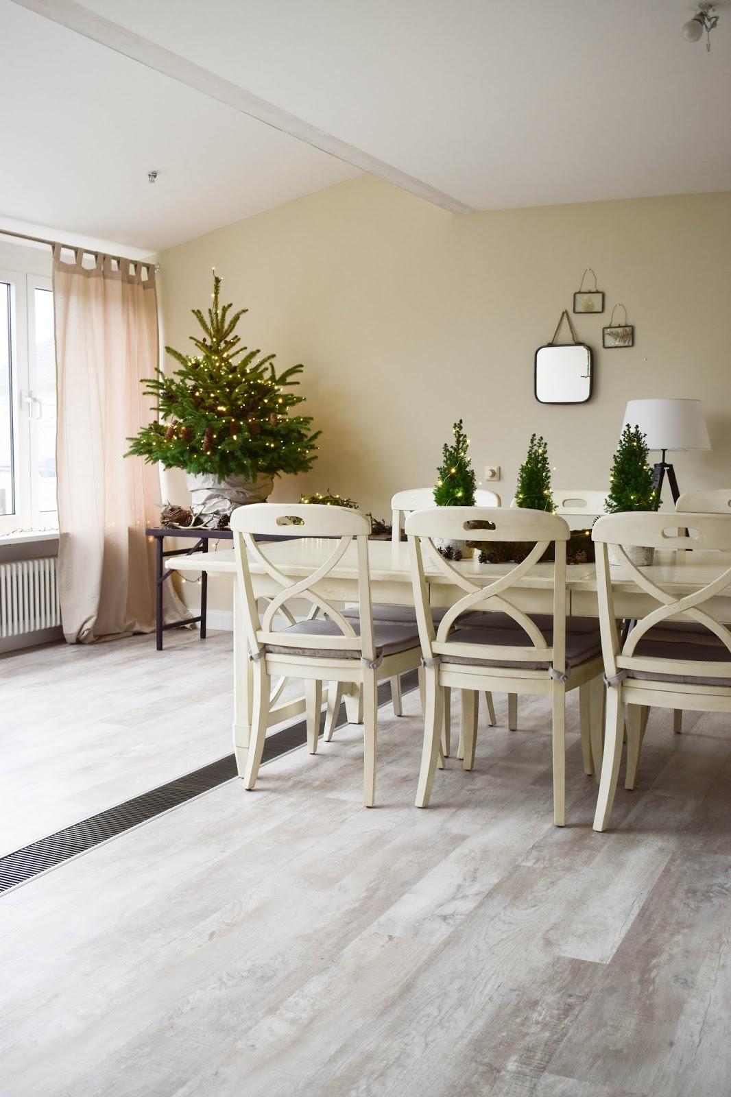 Weihnachtsbaum dekorieren Weihnachtsbaumschmuck basteln ganz natürlich aus Zapfen