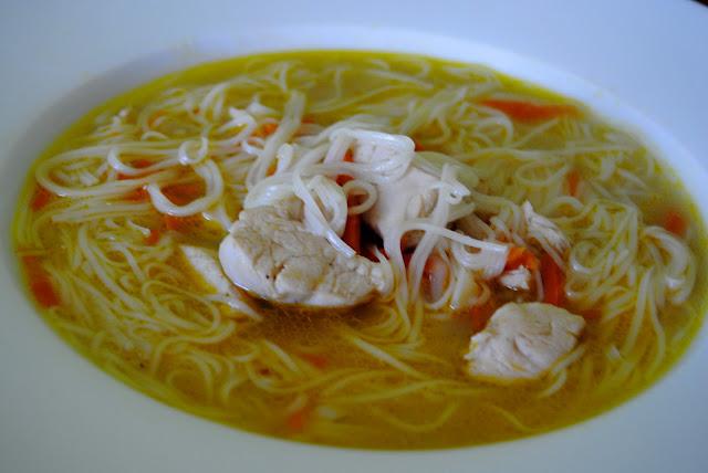 Sopa de Noodles y Pollo (Miàntiáo hé jī tāng)