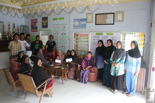 Penyerahan Beasiswa IPPGR di Kantor Jorong Guguak Randah