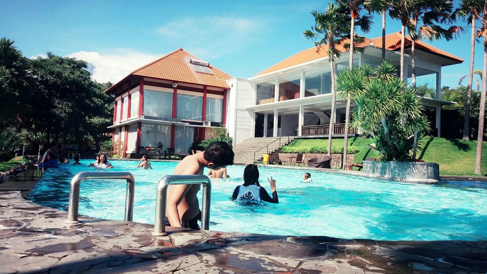 Warung Desa (Wardes) Trawas, spot foto kolam renang yang ...