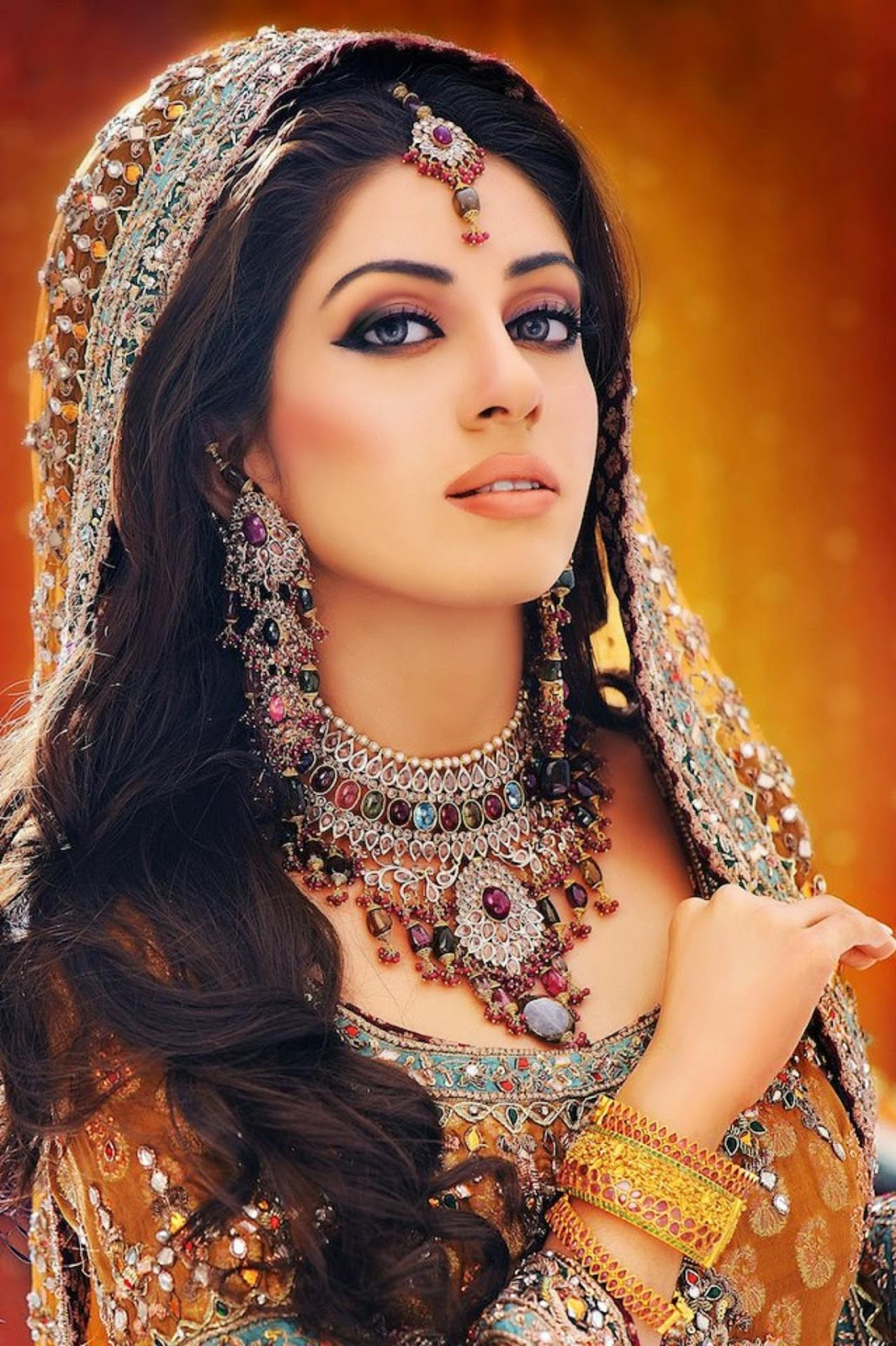 beautiful and pretty bridal makeup, desi indian bride dulhan