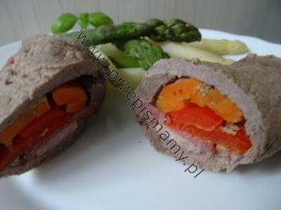 Rolada wołowa z marchewką i papryką