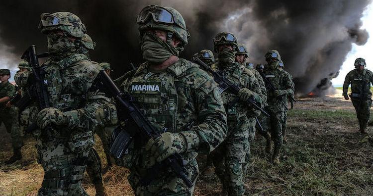 Militares incineran toneladas de cocaína y mariguana en Acapulco, Guerrero