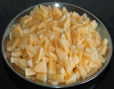 chop the mashmelon into small pieces
