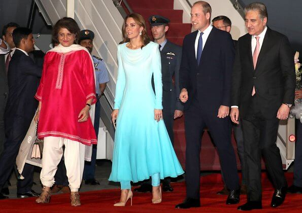 The Duchess wore a turquoise outfit by Catherine Walker. Zeen Beaded Chandelier earrings, she carried Zeen Cream Gleam clutch