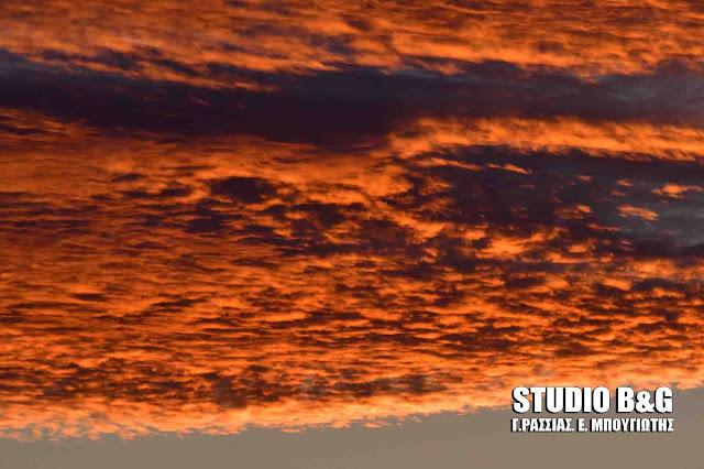 Και ξαφνικά ο ουρανός στο Ναύπλιο γέμισε χρώματα