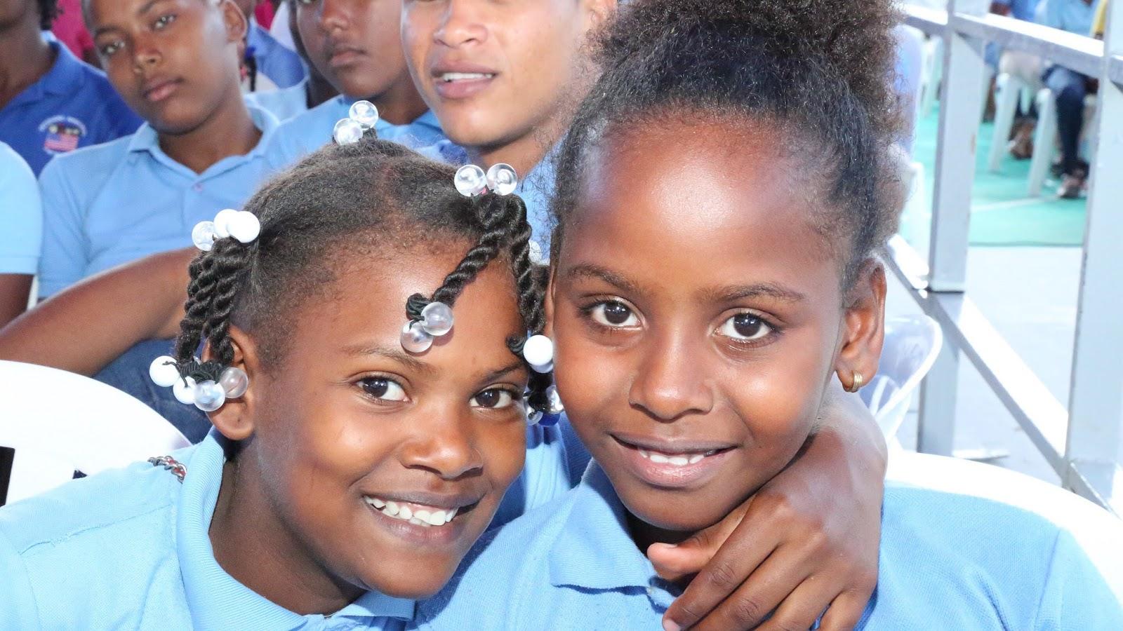 En Bahoruco y Barahona se fortalece Jornada Escolar Extendida; Danilo entrega dos escuelas