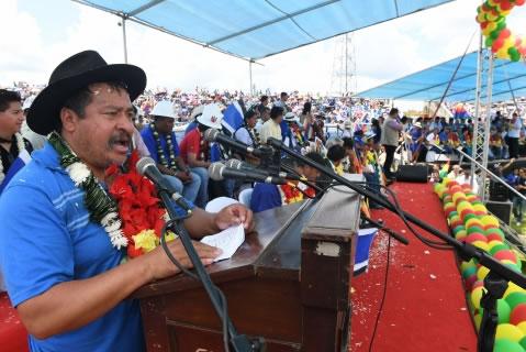 Campesinos en Congreso del MAS