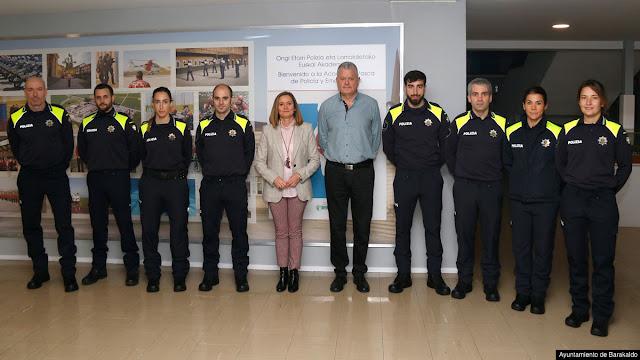 Los futuros agentes de policía local de Barakaldo, con la alcaldesa